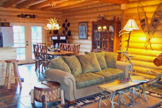 cedaredge log home living room and dining room