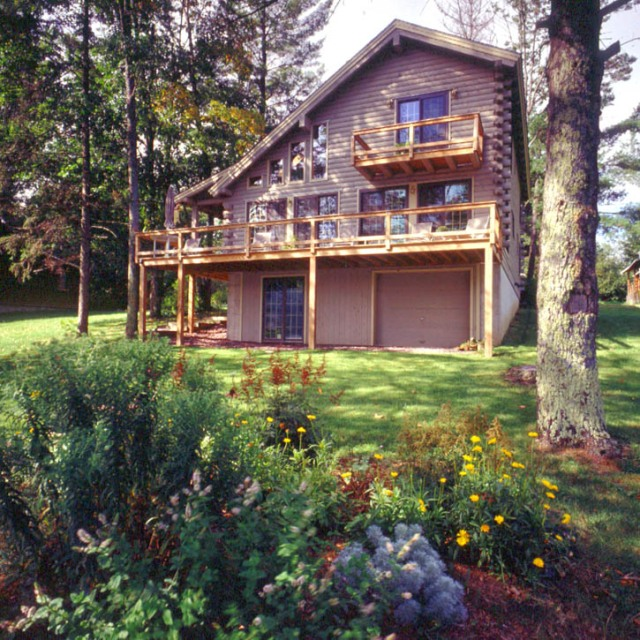 New Jersey log home with gray log home stain